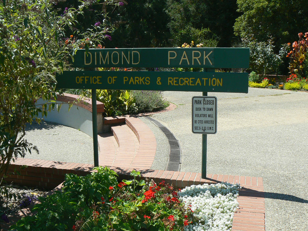 Entrance to Dimond Park off Fruitvale Ave